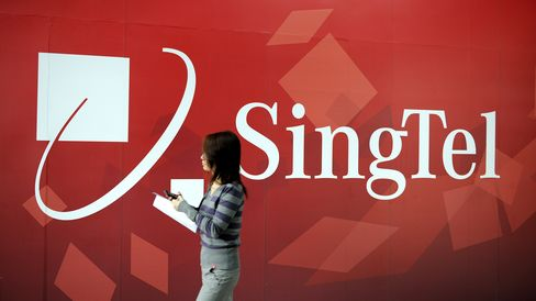 SingTel Cuts Annual Sales Forecast After Earnings Miss Estimates
