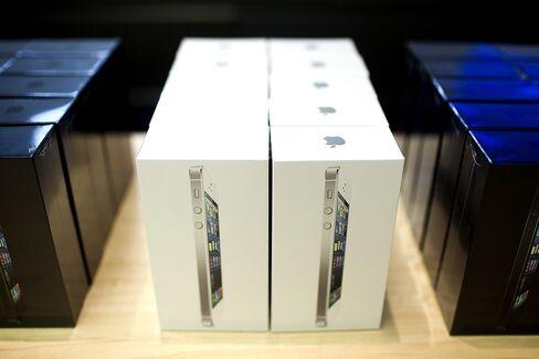 Samsung Defends Apple Import Ban in U.S. Smartphone Battle