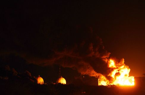 Venezuela Crude Refinery Burns a Fourth Day After 48 Killed