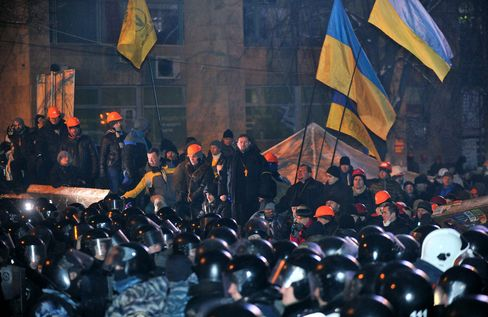 Ukrainian Riot Police Break Through a Barricade in Kiev