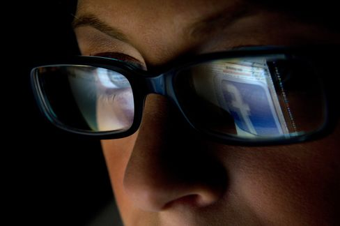 Facebook Is Said to Ready First Foray Into Mobile Ads
