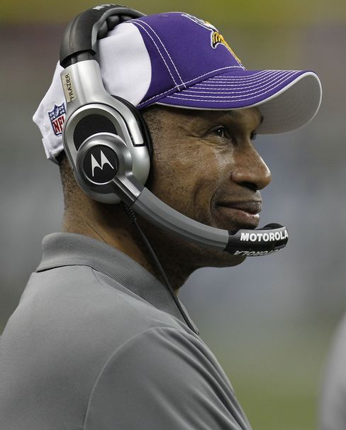 Leslie Frazier Will Stay as Coach of Vikings
