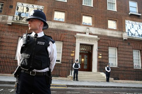 Duchess Taken to Hospital for Birth of Heir to U.K. Throne