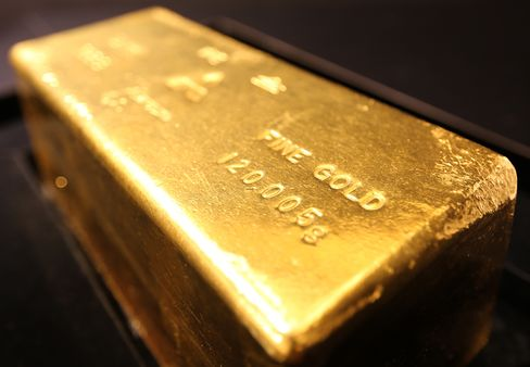 Gold Tumble Divides Central Banks as Sri Lanka Sees Opportunity