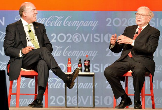 Warren Buffett isn't wild abouthow much Coca-Cola Co. CEO Muhtar Kent is paid.Photographer: Michael Pugh/Coca-Cola Co. via Bloomberg
