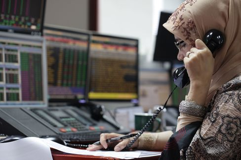 Indonesian Stocks Fall as Investors Sell Most Shares Since 2011