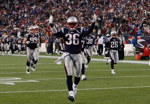 Patriots Defeat Colts 31-28 to Stay Tied With Jets