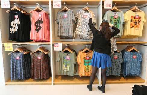 Fast Retailing's Uniqlo Sales in Japan Rise Most in Four Years