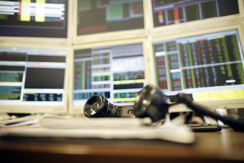 European Stocks Fluctuate Before Fed Meeting as Metals Advance