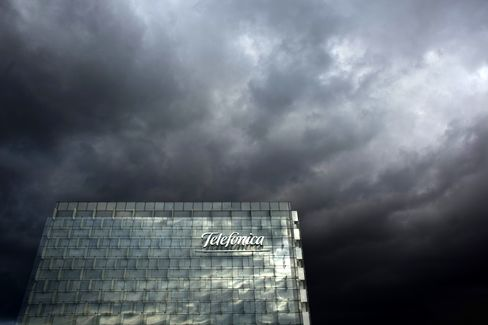 Telefonica Second-Quarter Sales Beat Estimates as Net Debt Falls