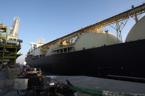 LNG's Looming Glut Has Qatar Sealing Asia Deals