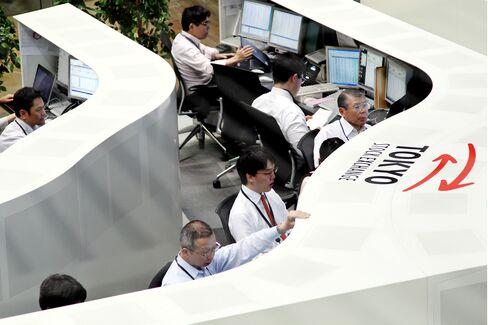 Japan Stocks Advance on European Rates Outlook, Weaker Yen