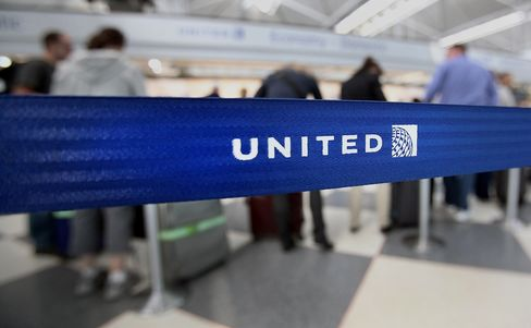 United Said to Reach Tentative Contract Accord With Pilots Union