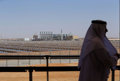 Total, Abengoa See Mideast Solar Boom as Largest Generator Opens