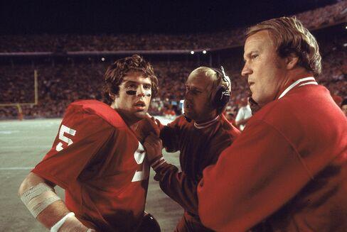 Former University of Oklahoma Quarterback Steve Davis