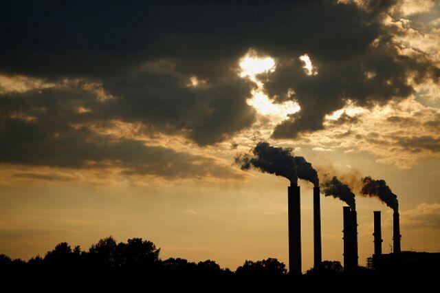 <p>Dirty power.</p> Photographer: Luke Sharrett/Bloomberg