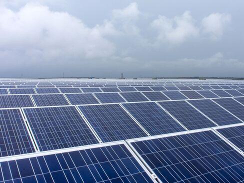 China Speeding U.S. Solar-Dumping Case as Election Nears