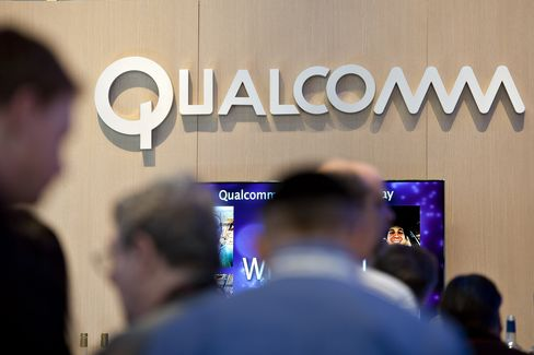 Qualcomm Threat to Broadcom Seen With Handset-to-Hot Spot