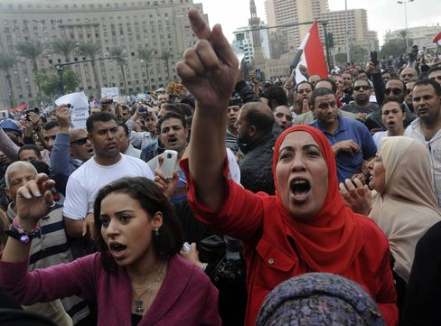 Egypt Clashes Resume After Night of Protest Over Mursi's Power
