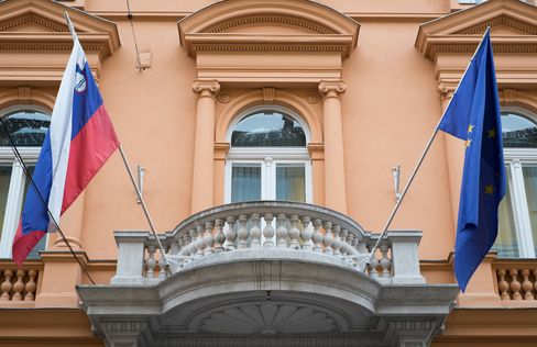 Slovenian Credit Lowered to Junk by Moody's as Bond Sale Delayed