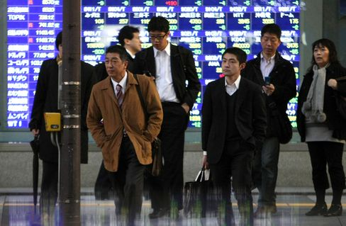 Asian Stocks Climb as Japanese Exporters Gain on Yen, U.S. Data