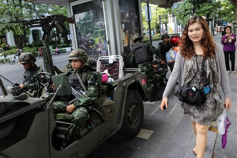 Thai Coup Risks Deadly Clashes as Thaksin Camp Better Organized