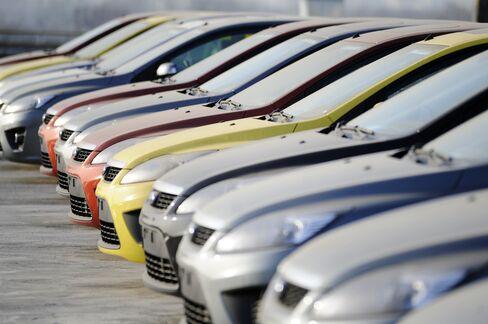 China Passenger-Vehicle Sales Tumble 24%, Missing Estimates