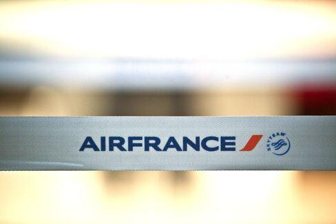 Air France-KLM Narrows Full-Year Loss on Job Cuts, Fares Boost