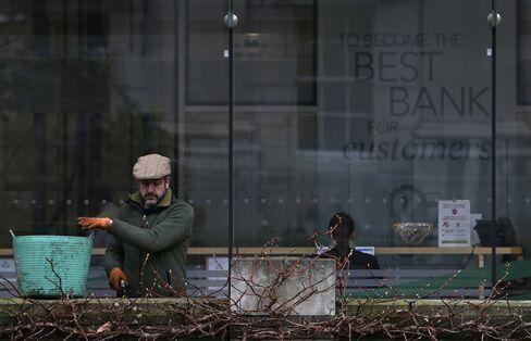 U.K. Lending Drops as BOE Says Credit Plan to Take Time