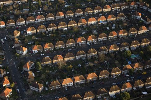 Rows of Houses Stand in London