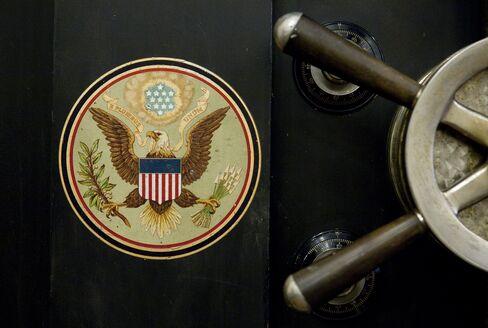 Treasury Yields Fall to 2011 Lows Amid Deadlock