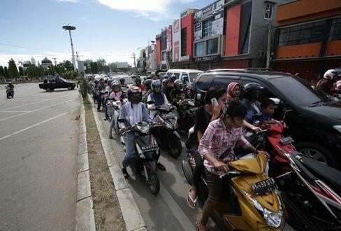 Indonesia Hit by 8.6-Magnitude Quake