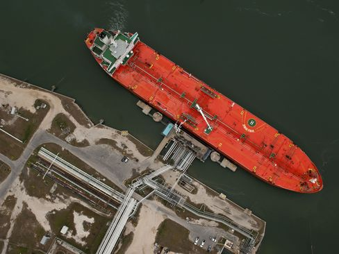 Ship Rates Drop as U.S. Oil Imports Fall Most Since '91