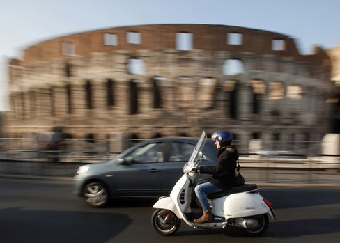 Rome Bans Autos at Colosseum as Car-Crazy Italians Turn to Bikes
