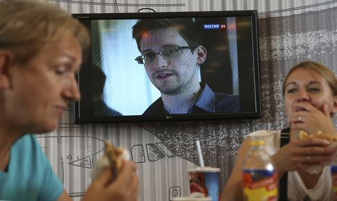 Snowden's Asylum Applications Spurned From Switzerland to India