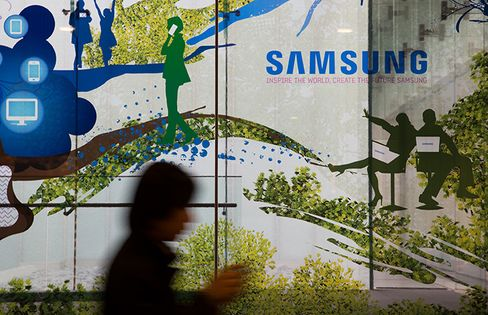Samsung Chairman Lee Urges New Businesses as Economy Stays Slow