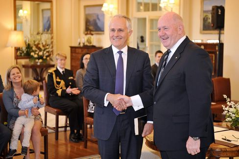Malcolm Turnbull, Australia's prime minister and leader of the Liberal Party, center, poses for photographs with Peter Cosgrove, Australia's governor-general, after being sworn in at Government House in Canberra, Australia, on Tuesday.