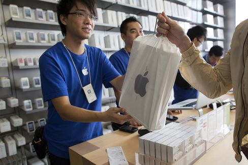 Apple Seen Raising Dividend More Than 50% to $15.7 Billion