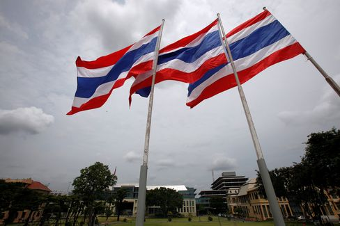 Thailand May Add to Rate Cuts as Growth Risks Loom