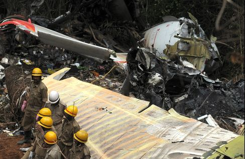 Airliner-Crash Fatalities Rose to 828 in 2010, Study Reveals
