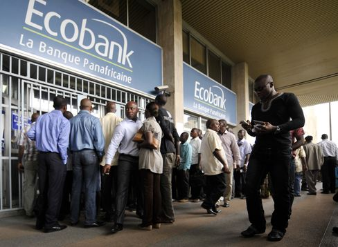 Ivory Coast Banks, Exchange Close; People Withdraw Cash