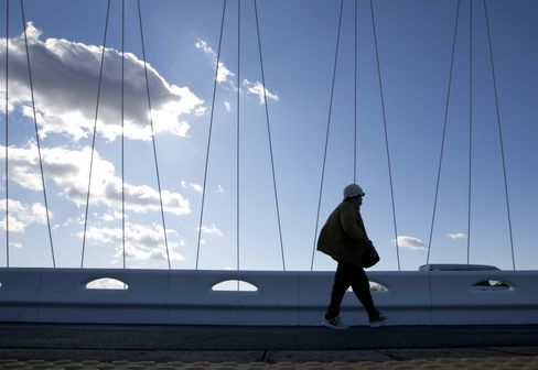 Japan Fails to Plow Weak Yen Profits Back Into Capital Spending