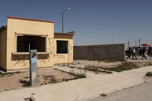 Mexico's 400,000 Deserted Homes at 40% Off Draw Funds