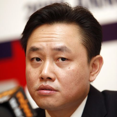 Gome Sues Billionaire Founder Huang Guangyu