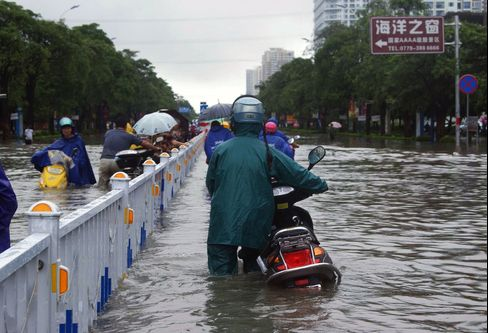Storm Kills 34 in Vietnam, Philippines Before Heading to China