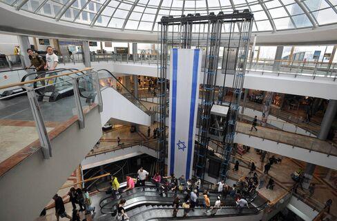 The Azrieli mall in in Tel Aviv on April 18, 2010. Photographer: Ahikam Seri/Bloomb