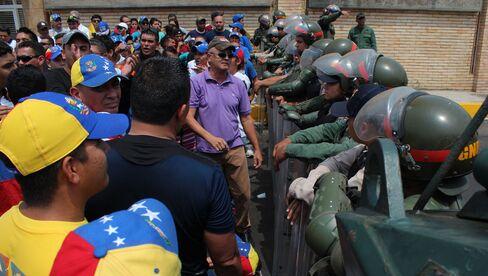 Capriles Calls Off Protest After Venezuela Threatens Crackdown