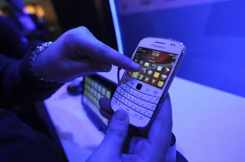 BlackBerry Loses Top Spot to Apple at Home