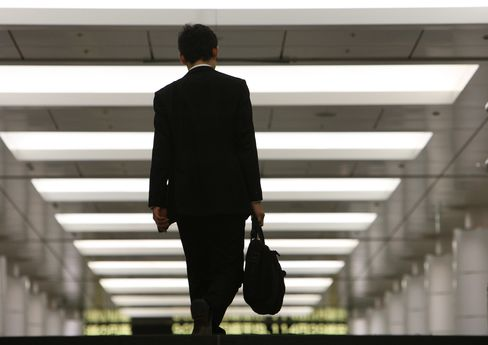 Japanese Husbands' Allowance at 1982 Low as Men Await Abenomics
