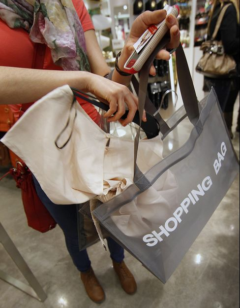 Consumer Comfort in U.S. Held Last Week Near Four-Year High